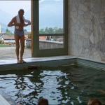 Das liebestolle Internat Schwimmbad 1