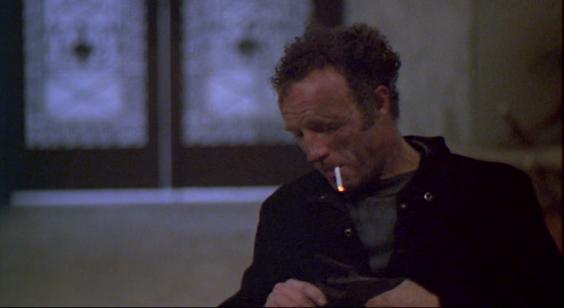 """""""Nach dem geungenen Einbruch in Michael Manns THIEF raucht Frank eine Zigarette, was er sonst den ganzen Film über nicht tut. Vielleicht ein Ritual, das er sich von anderen abgeschaut hat, die Zigarette danach. Ein Versuch, das festzuhalten, was ihm schon durch die Finger geglitten ist."""""""