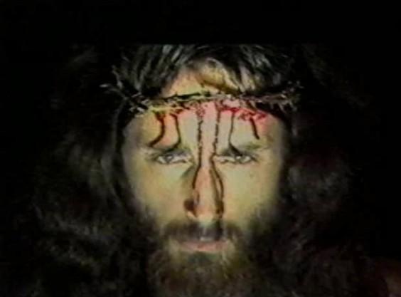 Der Sohn Gottes himself greift ein. Ist auch irgendwie konsequent und logisch.